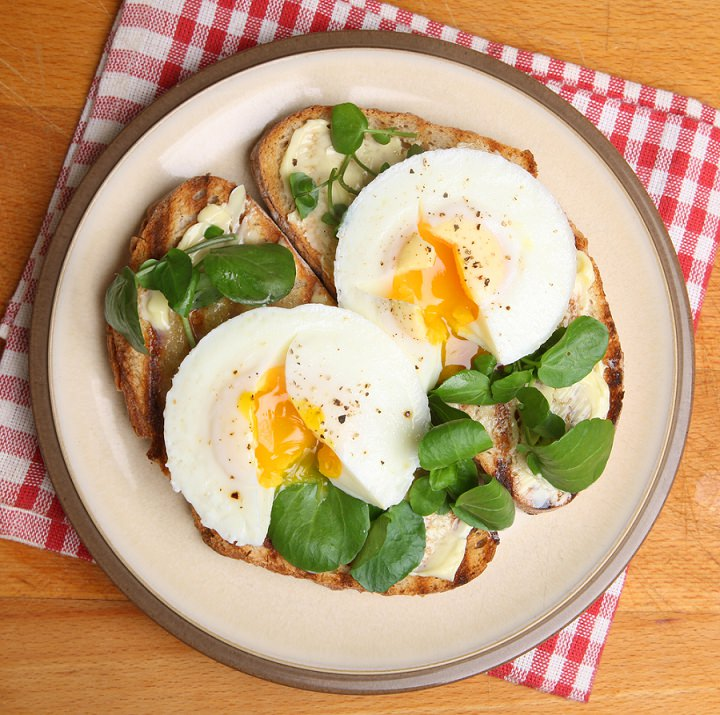 2.EGG ON TOAST WITH A HANDFUL OF WATERCRESS